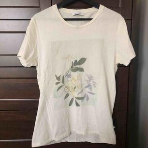 Supersnygg t-shirt från Samsø samsø. Skickas mot fraktavgift eller möts upp i Göteborg 🌼