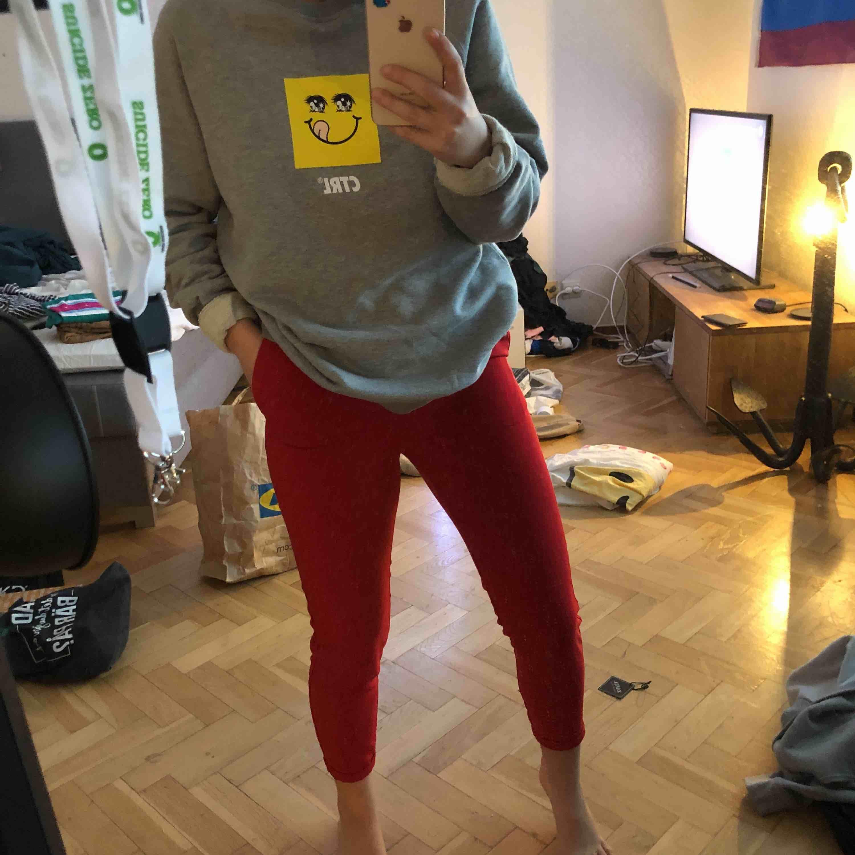snygga röda kostymbyxor från BIKBOK! använda en gång!. Jeans & Byxor.
