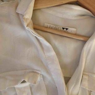 sjuuukt snygg skjorta från JUNKYARD🤤 väl använd men märks inte!