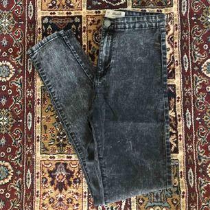 Supersnygga urtvättade jeans med stretch i fint skick. Skickas mot fraktavgift eller möts upp i Göteborg 🌼