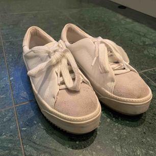 Här är mina fina platå sneakers från zara dem är inte använda många gånger alls. Säljer pga att dem inte kommer till användning. Ny pris 399kr.