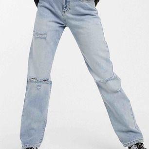 Säljer jeans från Collusion. Storleken är en liten W28. Oanvända pga för små. Endast swish o frakt ingår.