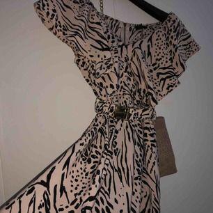 Hm klänning aldrig använd, köparen står för frakten