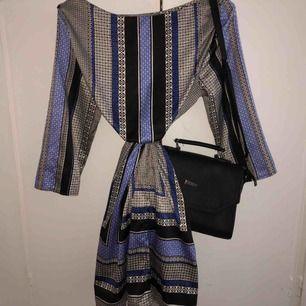 Super fin klänning, aldrig använd, passar också XS/S jätte fint med skärp, köparen står för frakten:))