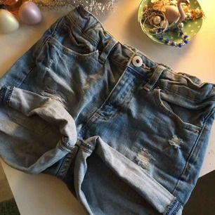Shorts från lager 157. Har ett par likadana så därför säljer jag dessa. Väldigt snygga men knappt använda. Jag står ej för frakten