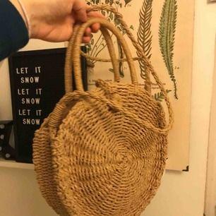En supersöt väska som jag köpte i somras, har endast använts vid tre tillfällen, priset kan diskuteras! Skriv vid frågor!🙌🏼