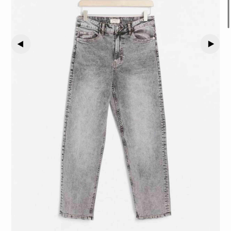 Säljer dessa snygga  byxor från Lindex pga köpte fel storlek. . Jeans & Byxor.