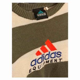Unik stickad Adidas Equipment tröja med den perfekta ovsize looken!💕✨ Köpt från humana, pris kan alltid diskuteras! 👼