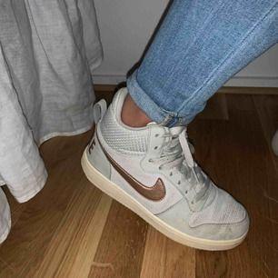 Jätte fina Nike skor. Säljs pga att dom inte används. Fint skick. Frakt ingår