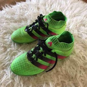Adidas Ace 16.1 Primeknit - fotbollsskor  Fint skick och varsamt använda, fungerar både på konstgräs och vanligt gräs!