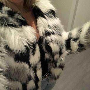 Liten slitning på insidan av jackan, synd inte när du har den på! :)