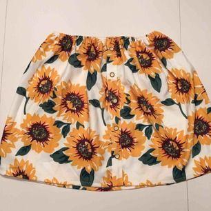 Retro kjol i storlek S , bra skick & testad en gång!  Kan mötas upp i Stockholm!✨
