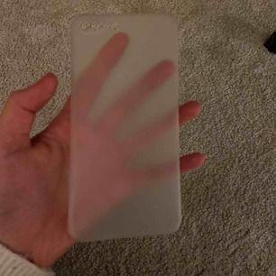 Ett IPhoneskal till IPhone 7 Plus/8 Plus🥰 Den är använd men är i gott skick + rengjord😊