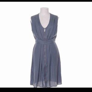 Super fin klänning nu till sommaren aldrig använd, köparen står för frakten