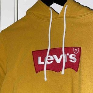 levi's hoodie. lite nopprig på märket men inget som märks direkt. pm för mer info!