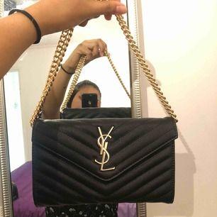 Helt ny YSL väska som inte kommer till något användning.  Har endast dustbag **lägre pris vid snabbaffär** Tar swish, spårbar frakt 70kr