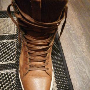 Nya skor. Har använt de ett par gånger, säljer pga fel storlek.