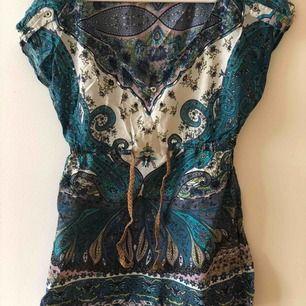 🌴T-shirt 🌴 Storlek S Bra skick 35 kr 📮Kan skickas mot fraktkostnad