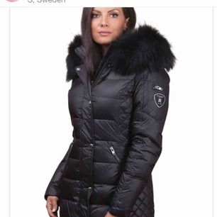 Säljer min andra rock and blue jacka fast i storlek 34, äkta svart päls och jackan är i bra skick! Frakt tillkommer!