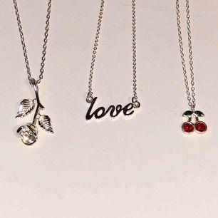 """Tre stycken olika halsband i silver. 70kr/st för rosen och """"love"""", 100kr för cherry då det är äkta silver (925 stämpel) frakt tillkommer på 10kr för alla. Paketpris kan fixas💞🍒🌹"""