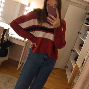 Stickad tröja från hollister, nypris 300kr. Sparsamt använd. Kan posta om köparen står för fraktkostnaderna:)💘 Hör gärna av er om ni har några frågor!