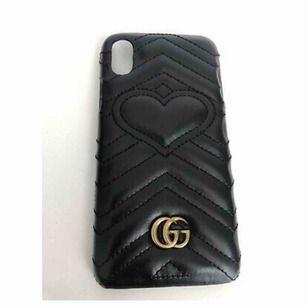 Äkta Gucci iPhone skal i läder. Sparsamt använt, i fint skick. Passar iphone 7/8 Nypris ca 2500 kr