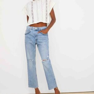Säljer dessa helt oanvända jeans från zara. Perfekt jeansfärg, aldrig använd pga för små för mig