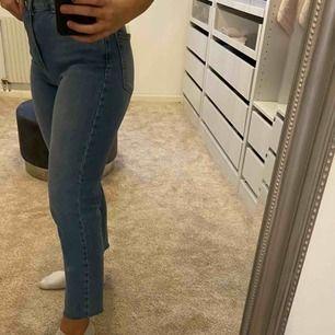 Tänkte sälja mina snygga jeans. Typ använda två gånger så dom är som nya.