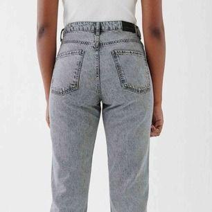 gråtvättade jeans från ginatricot  Super sköna och stretchiga Säljer pga försmå