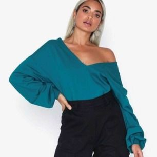 Finaste tröjan från Nelly, säljer pågrund av att jag aldrig känner att jag kommer få användning för den 😩 Den är helt ny med alla lappar kvar och köpt för 349kr 💕