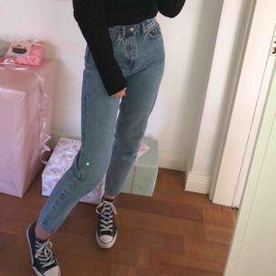 Mom jeans från Weekday modell Lash (100kr billigare än samma från weekday)