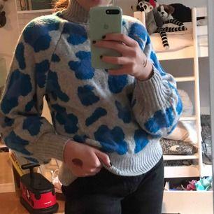 Super snygg populär tröja från h&m. Köpt för 400 o använd 1 gång pga inte min stil längre💓🤪😉kan mötas men annars står köparen för frakten