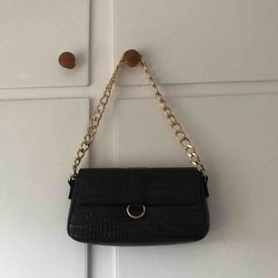 Väska från Missguided/Zalando, använd mycket få gånger🖤🦋 priset kan diskuteras