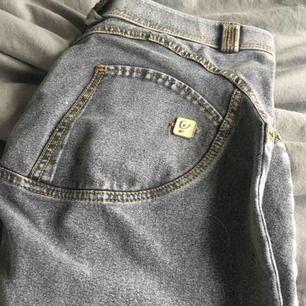 WR.UP byxor i stentvättade . Köparen står för frakten . Säljaren står ej för strul från PostNord