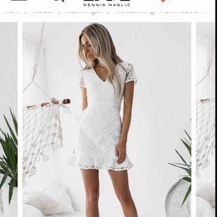 Suuperfin (student)klänning köpt på DMretro för 800kr men aldrig använt:/ säljs pga kommer inte komma till användning💔