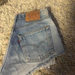 Säljer ett par jätte fina Levis shorts, väldigt fint skick! 150kr