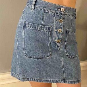 Fin jeanskjol från & other stories Nypris: 600 säljer för 300