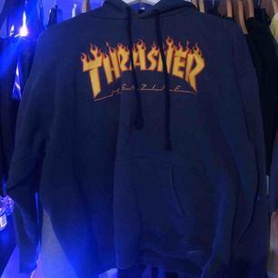 Blå thrasher hoodie, använd sparsamt💓 pris kan diskuteras! Vill få sålt så fort som möjligt!!