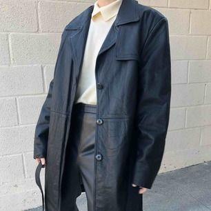 Vintage läderkappa, passar XS-M. Jättefint skick men kommer inte till användning, jag bjuder på frakten vid snabb affär, först till kvarn 💛