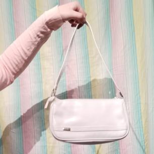 Superfin & trendig liten vit väska! Helt oanvänd 🥰 Nypris 399kr