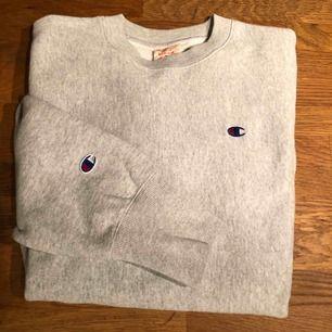 Champion tröja som endast använts ett par gånger, jättefint skick och snygg tröja, enda anledningen att jag säljer är för att jag behöver pengarna!