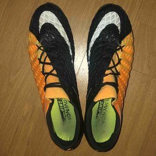 Nike Hypervenom phantom AG (konstgräs). Använda Max 10 ggr, växt ur dom. Storlek 45