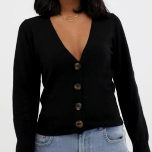Nypris 399kr. Storlek S. Superfin kofta/tröja med knappar!  🌼