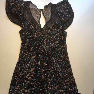 Jättesöt, men kort klänning.använd 1 gång