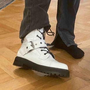 Så snygga boots från zara, använda 1 gång. Lite lika dr Martens