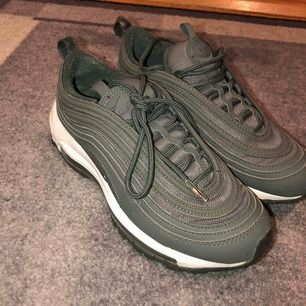 Nike 97or i gott skick använd max 4 ggr! Svin snygga men lite väl tajta för mig tyvärr :/ Möts upp i Sthlm eller fraktar annars💓💓💓