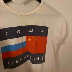 gosha t-shirt. vet inte om den är äkta eller inte därför säljer jag den till ett lågt pris. pm för mer info!