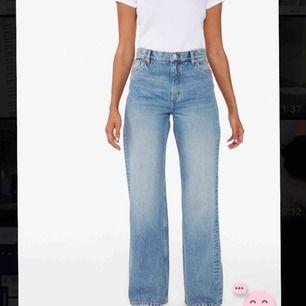 As nice jeans från monki i modellen Yoko 🤩 precis köpta men tyvärr lite för stora så säljer eller byter gärna mot storlek 26 💕 skriv för mer info