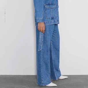 As balla vida jeans ifrån Zara! Säljer pga att dom tyvärr är lite för korta för mig🥺 Vill du ha fler bilder skriv i privata chatten💗