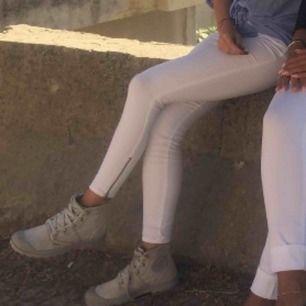 Vita mjuka jeans från H&m i storlek 34, använda 3ggr mycketfint skick!